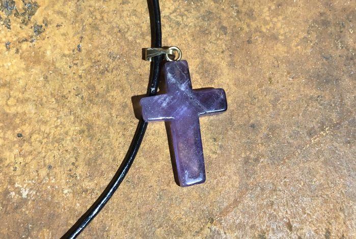 Kruisje - amethist